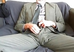 HAWT BEARDED DAD AFTER WORK SUIT AND ALSO TIE RELIEF ON THE COUCH
